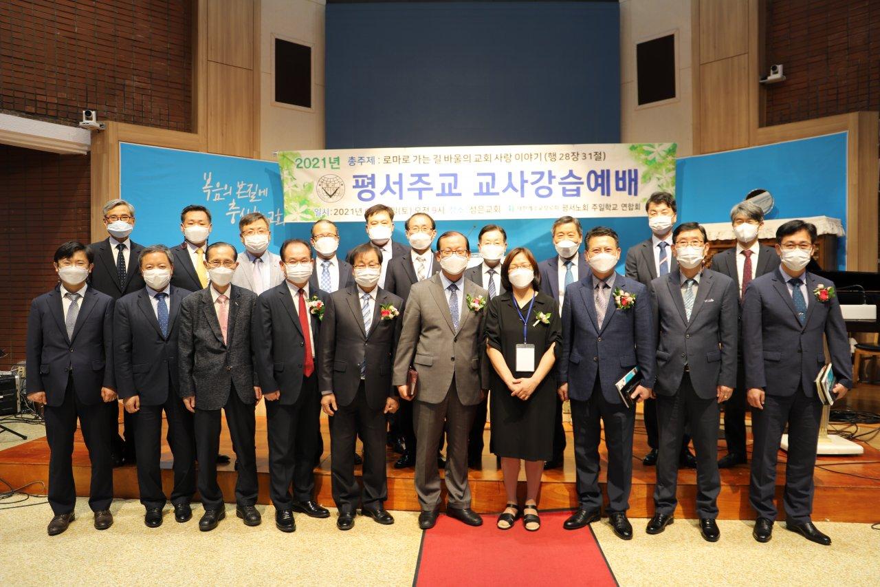 주교연합 교사강습회 단체.jpg
